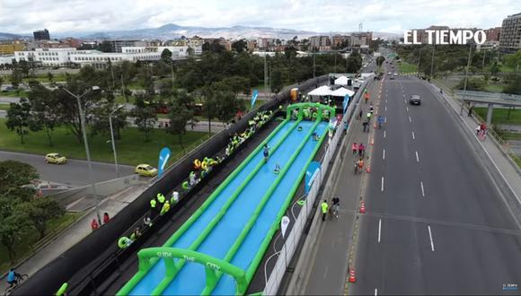 Colombia: Así gozan los bogotanos en el tobogán de 350 metros de largo.  Foto: Captura de video