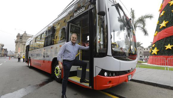 El primer bus eléctrico que tiene el Sistema Integrado de Transporte Público de Lima está circulando desde mediados de diciembre del 2019 en el Corredor Rojo.