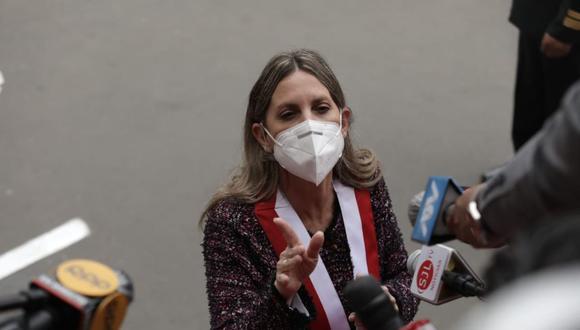Salida de la presidenta del congreso María del Carmen Alva. (Fotos: Anthony Niño de Guzmán/ @photo.gwc)