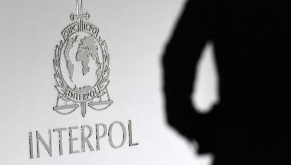 Imagen referencial del logotipo de Interpol en el edificio del Complejo Global de Innovación en Singapur, el 13 de abril de 2015. (ROSLAN RAHMAN / AFP).