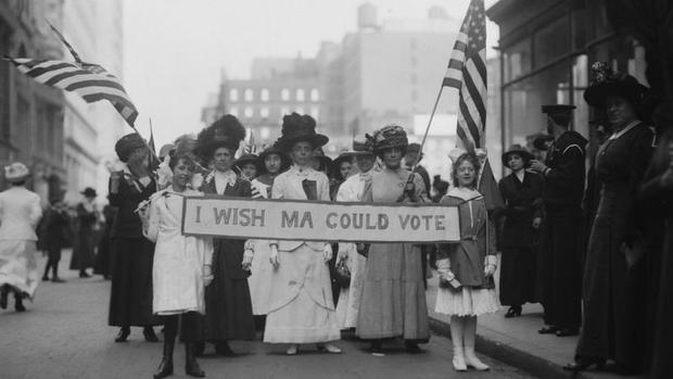 En 1913, las mujeres ya protestaban por el derecho a votar en Estados Unidos. En esa época, eran frecuentes las protestas también para pedir mejores condiciones de trabajo. (Foto: Getty Images, vía BBC Mundo).