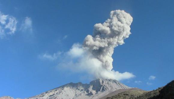 Volcán Ubinas: nueva explosión y dispersión de cenizas
