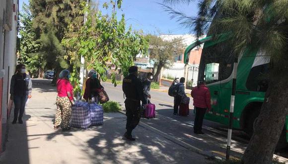 Arequipeños varados en la capital retornan a la Ciudad Blanca en nueve buses (Foto: Zenaida Condori)