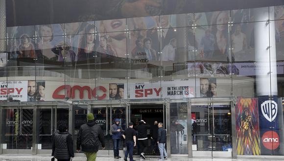 AMC Theaters, la principal cadena de cines del país, dijo el martes que sus salas cerrarían en su totalidad. (Foto: Agencia)