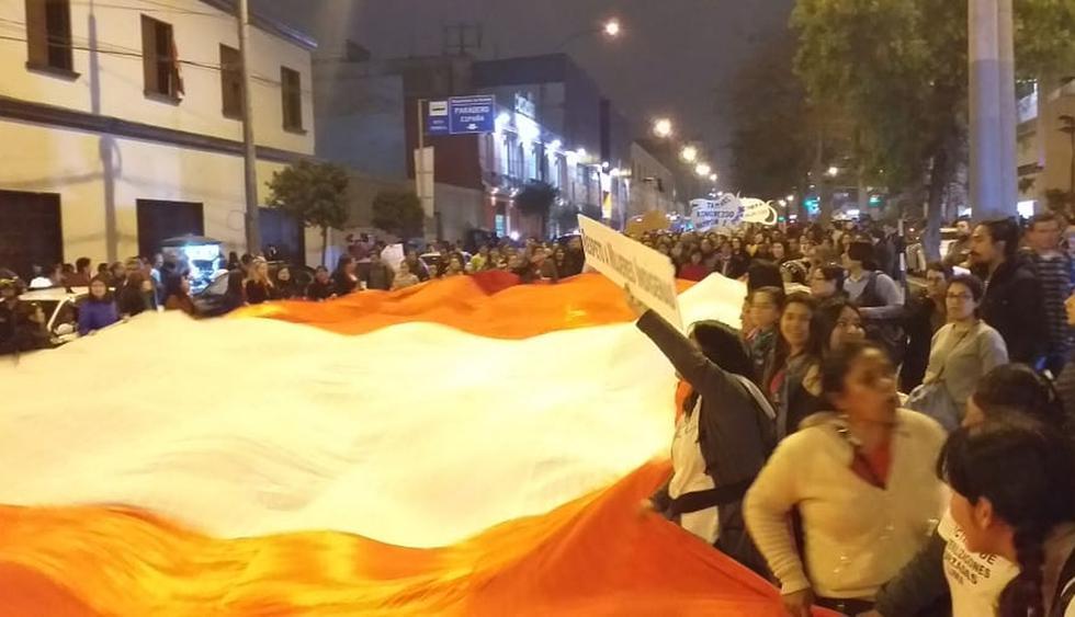 Manifestantes se movilizaron por las calles de Lima para exigir que se adelanten las elecciones generales. Hay un fuerte resguardo policial. (Foto: Frencesca García)