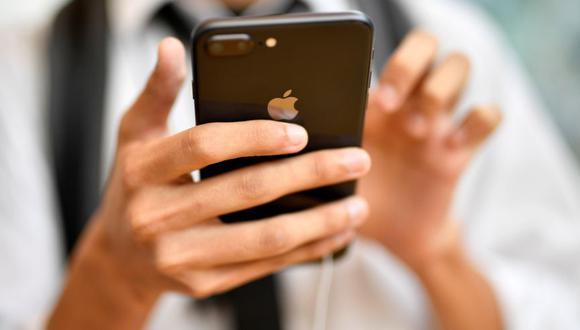La empresa tecnológica ha presentado una solicitud de patente para un dispositivo con pantalla capaz de plegarse. (Foto: EFE)