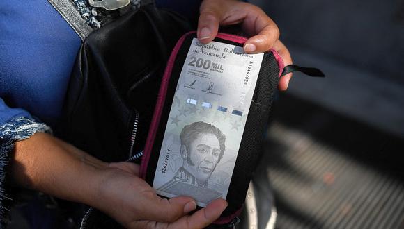 El dólar se negociaba a 4,1 millones de bolívares soberanos en Venezuela este viernes. (Foto: AFP)