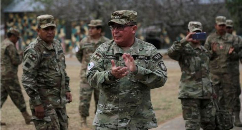 """""""Los militares bolivianos, una vez que la OEA evacuó su informe crítico sobre la  reelección de Evo, le quitaron su respaldo y apoyarán una transición que no los tenga de protagonistas"""". (Reuters)."""