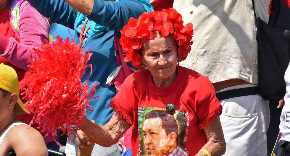 """El presidente de Venezuela, Nicolás Mduro, reapareció en una plaza pública frente a miles de simpatizantes que se reunieron para celebrar los 20 años de la """"Revolución Bolivariana"""". (AFP)"""
