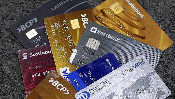 Hay alrededor de 8 millones de tarjetas de crédito con una línea de crédito autorizada por un monto de S/64.775 millones a julio del 2017, según datos de Asbanc. (Foto: El Comercio)