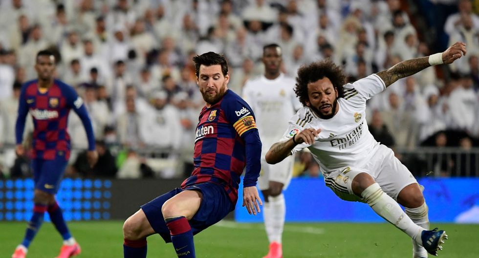 Barcelona's Argentine forward Lionel Messi vies with Real Madrid's Brazilian defender Marcelo during the Spanish League football match between Real Madrid and Barcelona at the Santiago Bernabeu stadium in Madrid on March 1, 2020. / AFP / JAVIER SORIANO