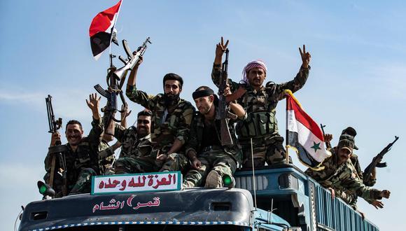 El régimen sirio se está moviendo hacia la frontera turca después de que Damasco llegó a un acuerdo con las fuerzas kurdas. (AFP / Delil SOULEIMAN).