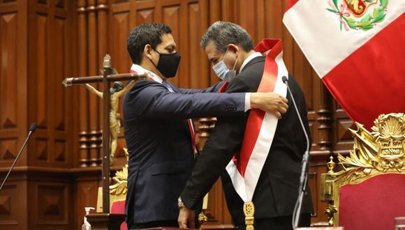 Manuel Merino de Lama juró como presidente de la República. Es el tercer acciopopulista en ocupar ese cargo, aunque solo Fernando Belaunde Terry fue electo en las urnas. (Foto: Congreso)