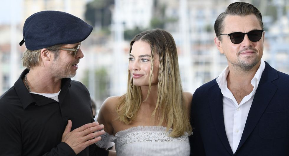"""Margot Robbie y Brad Pitt se burlan de Leonardo DiCaprio por la muerte de 'Jack' en """"Titanic"""". (Foto: AFP)"""