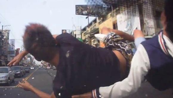 Graban impresionante choque de motociclistas en Taiwán [Video]
