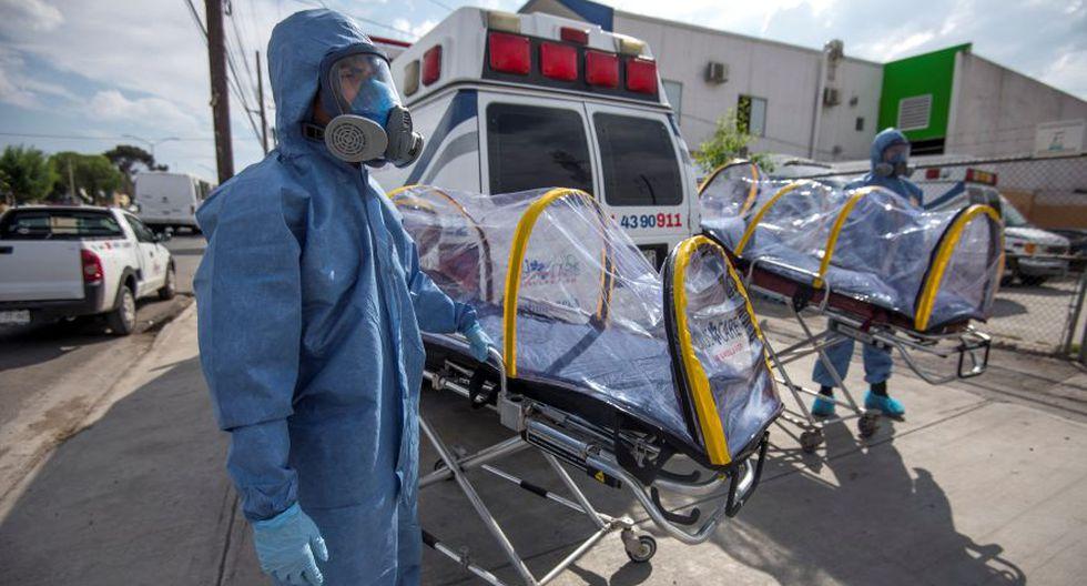 Coronavirus en México   Ultimas noticias   Último minuto: reporte de infectados y muertos miércoles 7 de abril del 2020   Covid-19   Paramédicos de los servicios de sanidad de ambulancias de Saltillo, muestran las capsulas de bioseguridad, especiales para traslados de pacientes con coronavirus. (Foto: EFE/ Miguel Sierra).