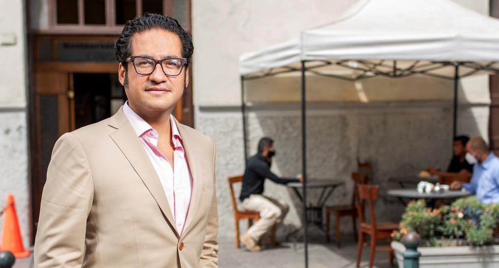 El ministro Chicoma en una mesa de El Cordano, en el Centro de Lima. De las cosas positivas que ha dejado este período para el rubro, la ampliación de terrazas en espacios públicos es una de las más significativas. Fotos: Omar Lucas.