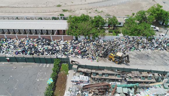 Ayer, una zona del Parque Ecológico Voces por el Clima fue utilizado para juntar los desechos recogidos en la calle. (Foto: Luis Jacobo García)