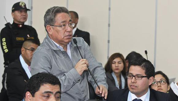 Facundo Chinguel hablaba con los presos en sus celdas