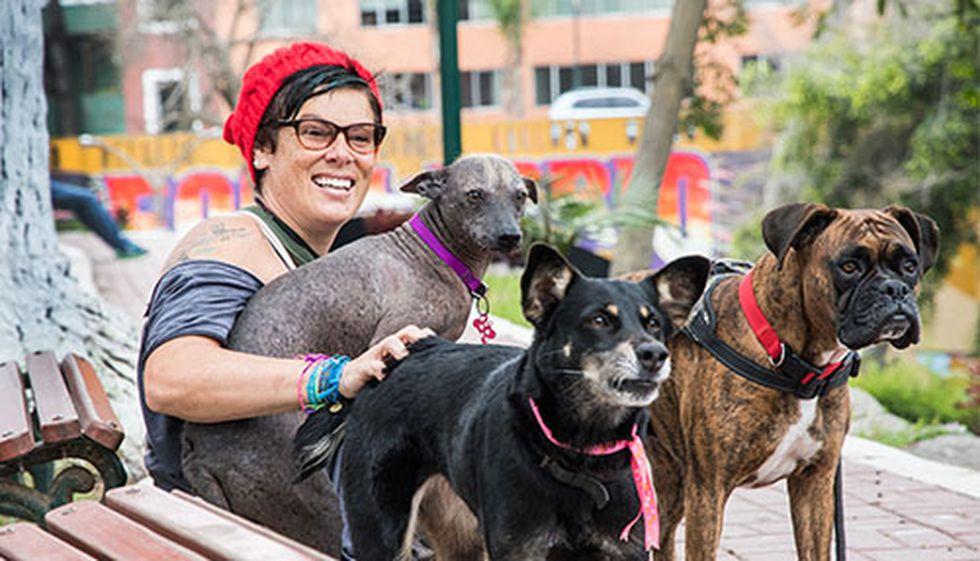 Zoe Massey junto a Maja, Ñ y Ramona, su familia. Para esta foto Saico Cat prefirió esperarlas en casa.