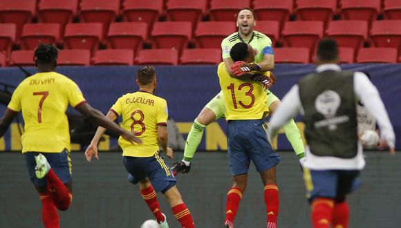 David Ospina fue la figura de Colombia en la tanda de penales al atajar los disparos de los uruguayos Giménez y Viña. | Foto: AFP
