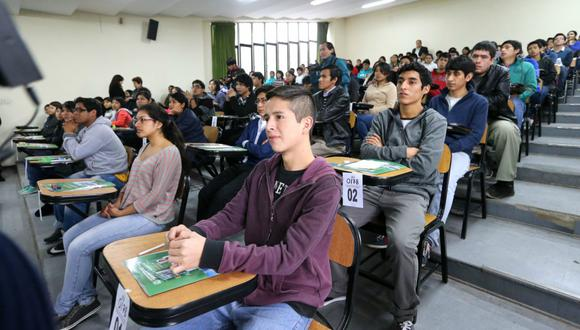 El informe de Ponte en Carrera comprende información de trabajadores jóvenes de 18 a 29 años, egresados entre el 2011 y 2015. Las remuneraciones son calculadas considerando a los trabajadores con empleo dependiente en el Perú, del sector privado y/o público.