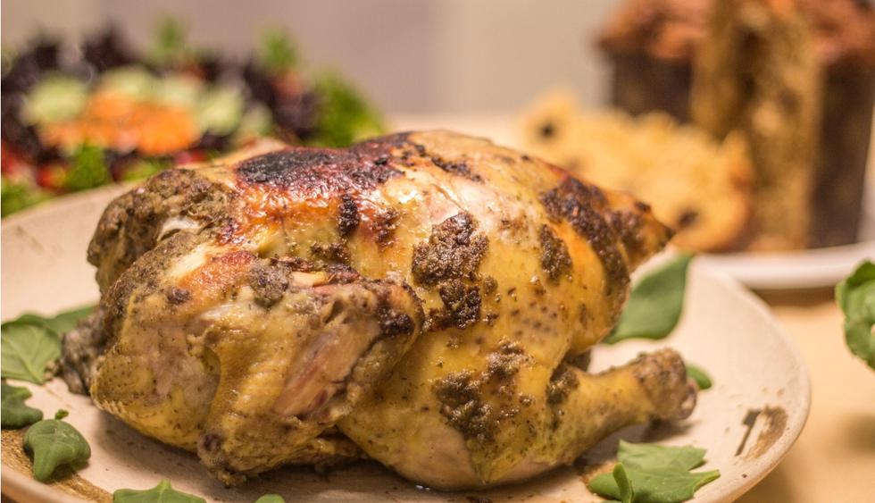 Pollo al horno con finas hierbas. (Foto: Carlos Cruz)