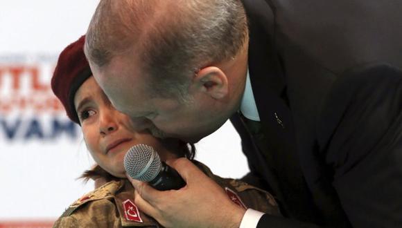 YouTube   El desagradable comentario que Erdogan hizo a niña que lloraba. (Foto: AP)
