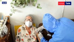 EsSalud anuncia vacunación a domicilio para personas con problemas de movilidad