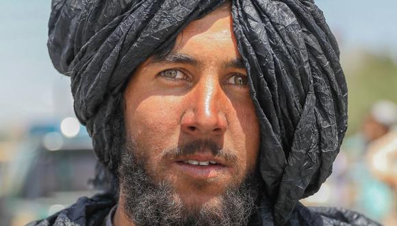 Un talibán posa para una fotografía en Kabul, Afganistán, 16 de agosto de 2021. (Foto: EFE / EPA / STRINGER)