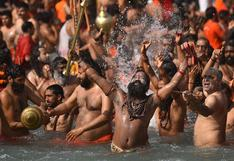 India investiga posibles pruebas falsas de COVID-19 en masivo festival religioso celebrado en el río Ganges