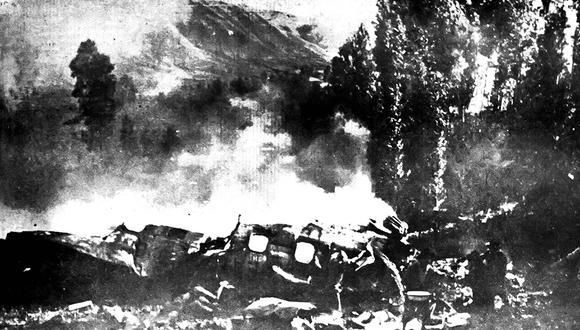 Completamente destrozado, así encontró nuestro reportero gráfico Alcides Lechuga los restos del avión Lansa que se estrelló en el Cusco en 1970. Foto: Alcides Lechuga/ Archivo Histórico El Comercio