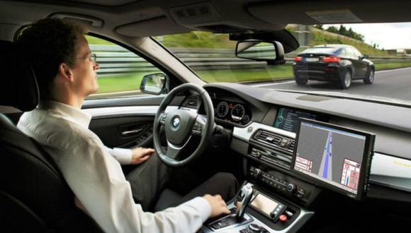 Los autos autónomos permiten viajar sin conducir. (Foto: BMW)