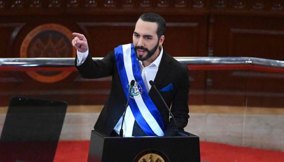 El presidente salvadoreño Nayib Bukele pronuncia su discurso anual a la nación marcando su segundo año en el cargo en la Asamblea Legislativa en San Salvador. (Foto: AFP / MARVIN RECINOS).