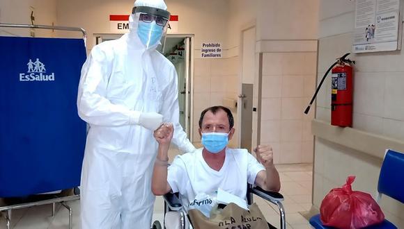 Tras recibir el alta médica deberá continuar con el aislamiento de por lo menos 15 días y seguir con sus terapias. (Foto: captura de EsSalud)
