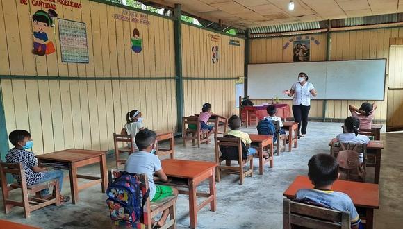 Se tiene previsto inmunizar a más de 200 mil profesores de las zonas rurales del país   Foto: Minedu / Referencial