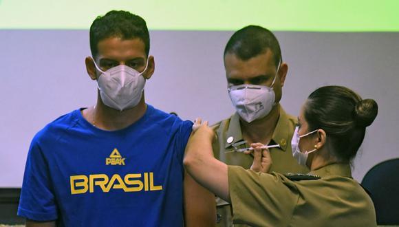 Según datos del portal Our World in Data, Brasil ha administrado 214 millones de dosis de vacunas contra el coronavirus. (MAURO PIMENTEL / AFP).