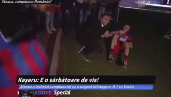 Jugadores toquetearon y desvistieron a periodista en festejos