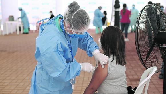 El martes 9 de febrero se inició el proceso de inmunización contra el COVID-19 en los principales centros de salud en la capital | Foto: Jesús Saucedo / GEC