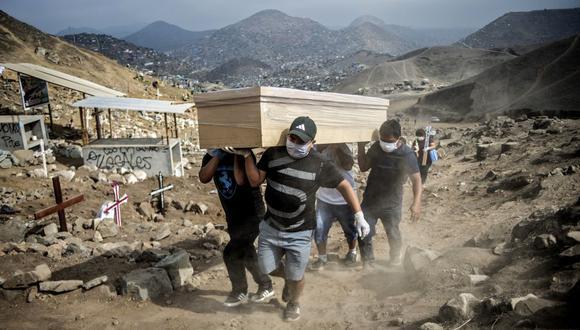 El Minsa reportó también que hay un total de 13.660 pacientes hospitalizados. (Foto: Ernesto Benavides / AFP).