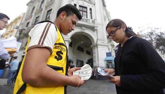 En el mercado paralelo o casas de cambio de Lima, el tipo de cambio se cotiza a S/3,575 la compra y S/3,605 la venta. (Foto: GEC)
