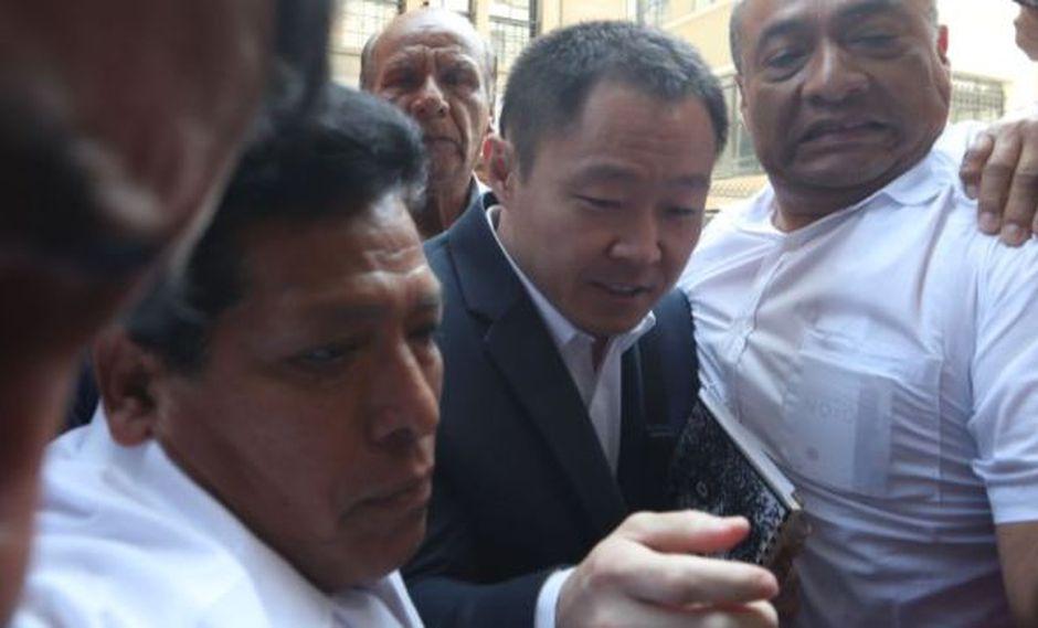 Kenji Fujimori llegó al interrogatorio con dos abogados. La defensa de Keiko participó en la diligencia. (Foto: Rolly Reyna / El Comercio)