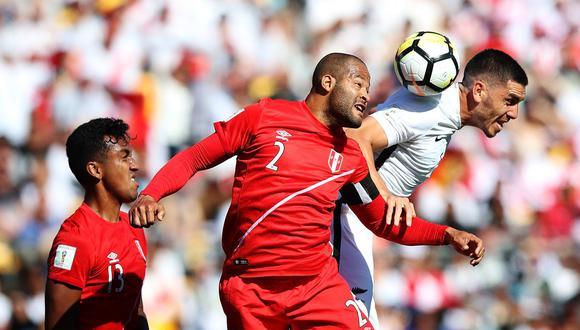 Alberto Rodríguez fue el único futbolista de la selección peruana que no desentonó en Wellington. Sus entradas y salidas le brindaron seguridad a un equipo que padeció más de la cuenta. (Foto: FIFA.com)