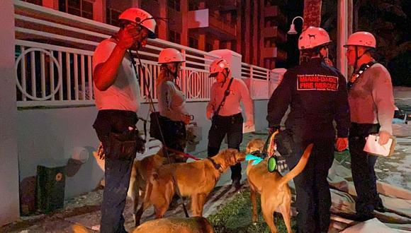 El personal de emergencia trabaja en el lugar en el que un edificio se derrumbó en Miami Beach, Florida, EE. UU. (Foto: Miami-Dade Fire Rescue/ Reuters)