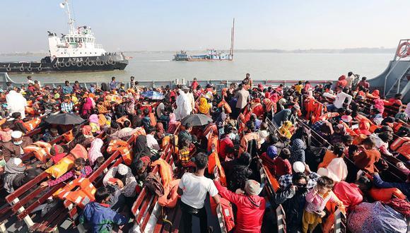 Los refugiados rohingya son trasladados a Thengar Char, la polémica isla de Bangladesh. EFE