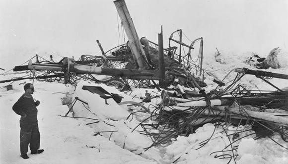 El Endurance fue aplastado por bloques de hielo impulsados por vientos inclementes y se hundió en 1915. (ROYAL GEOGRAPHICAL SOCIETY vía BBC)