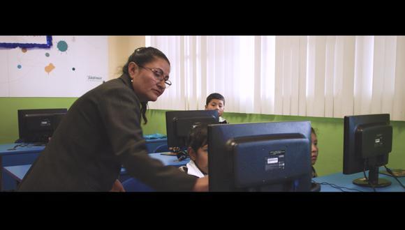 """La profesora Sabrina Dueñas es uno de los personajes destacados en el primer episodio de """"Un Perú así"""". (Foto: Movistar Plus)"""