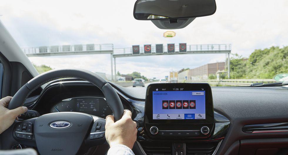 Esta tecnología desarrollada por Ford y Vodafone permitirá que los conductores puedan identificar qué estacionamientos cercanos están disponibles para aparcar. (Fotos: Ford).