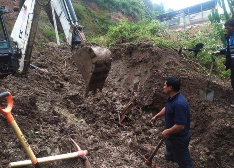 El último miércoles 30 de diciembre, al promediar las 11 p.m., se registró el deslizamiento de lodo y piedras en el km 78 del sector Yerbabuenayoc, a la altura del centro de salud de Limatambo, en Cusco. (Foto: Melissa Valdivia Romero)