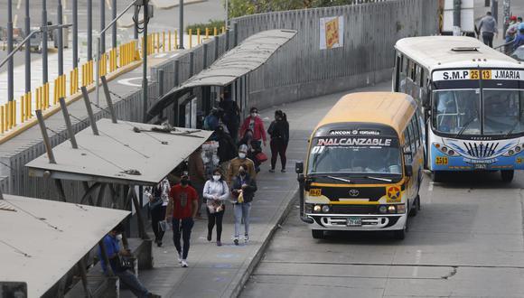 El uso de transporte público es exclusivo para quienes realicen servicios esenciales. (Fotos Violeta Ayasta / @photo.gec)